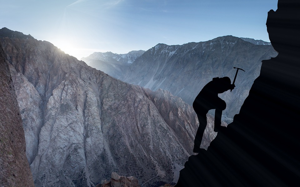 mountaineering-2040824_960_720.jpg